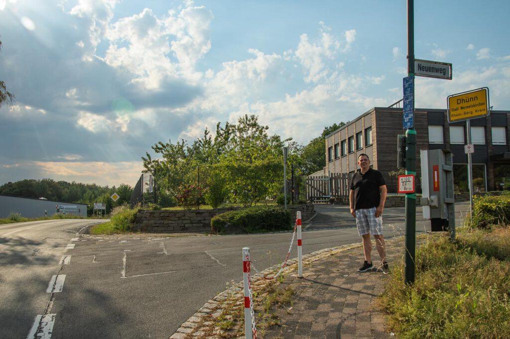 Stefan Becker an der Einmündung Neuenweg
